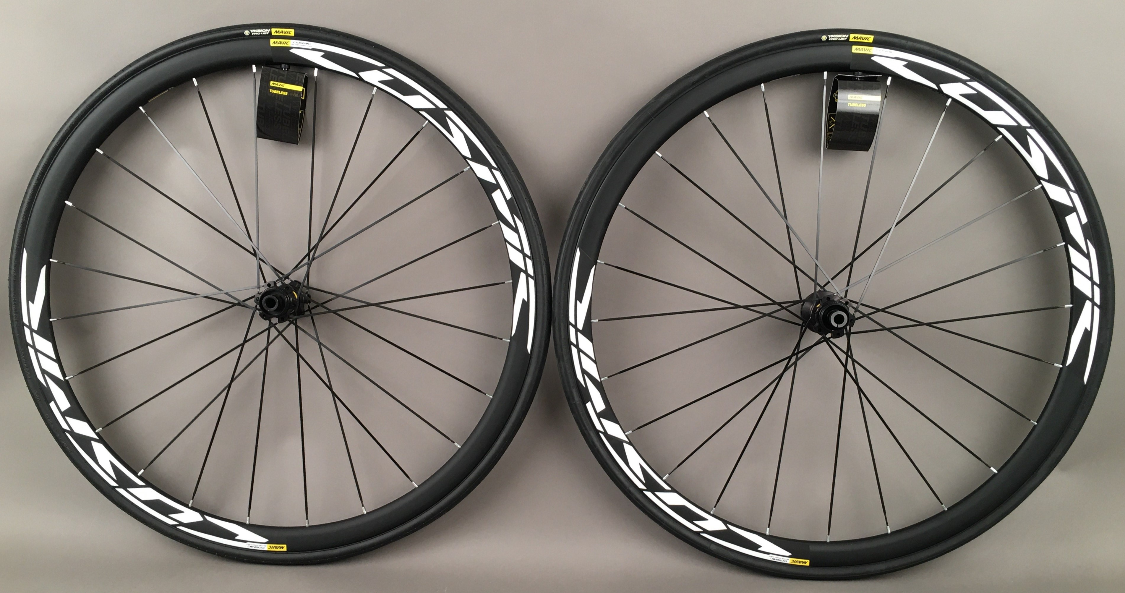 Mavic Cosmic Elite UST Disc Tubeless Road Bike Wheelset & Tires